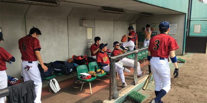 古曽部防災公園野球場のベンチ前