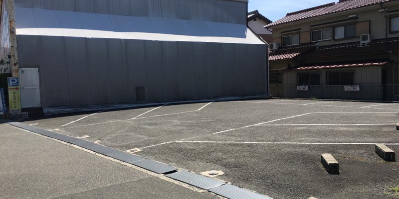 バッティングセンター駐車場