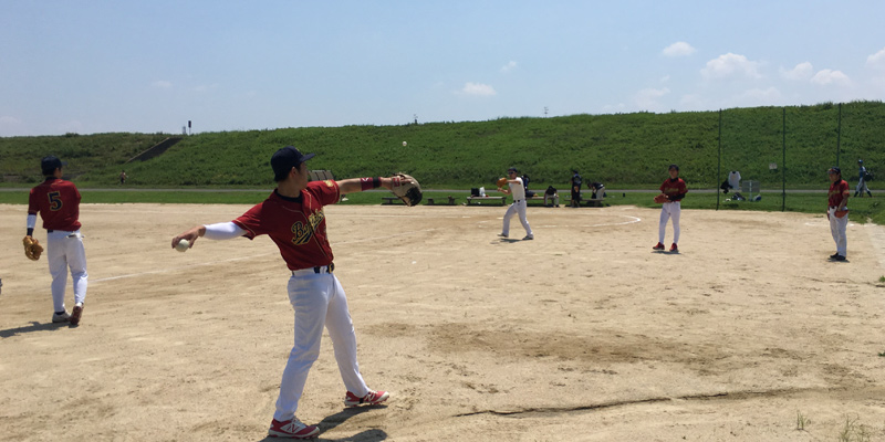 淀川河川敷の佐太西地区グランドで草野球