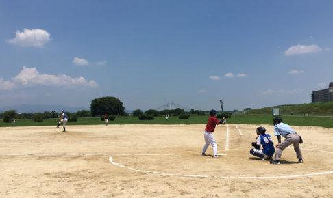 淀川河川敷で草野球の試合2