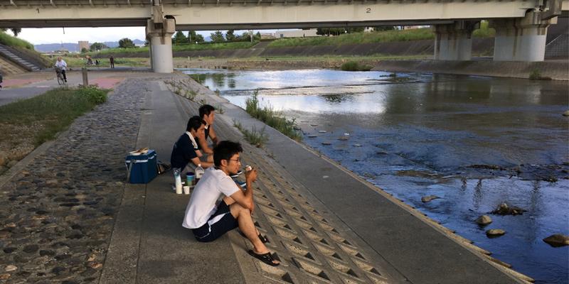 安威川で涼しむ